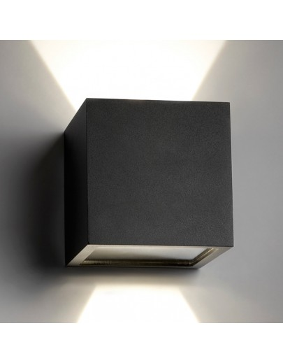 Cube XL LED i sort fra Light-Point designer Ronni Gol